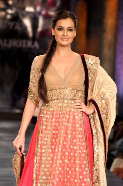 Dia Mirza grace the 'Mijwan-Sonnets in Fabric' fashion show