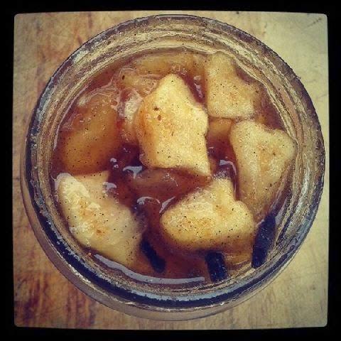 mele rococò (mele annurche semicandite, in sciroppo alla vaniglia e pisto)