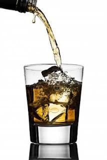 Pessoas com transtorno bipolar são mais dependentes de álcool, diz estudo