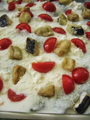 lasagne con sfoglia al basilico, melanzane  e pomodorino
