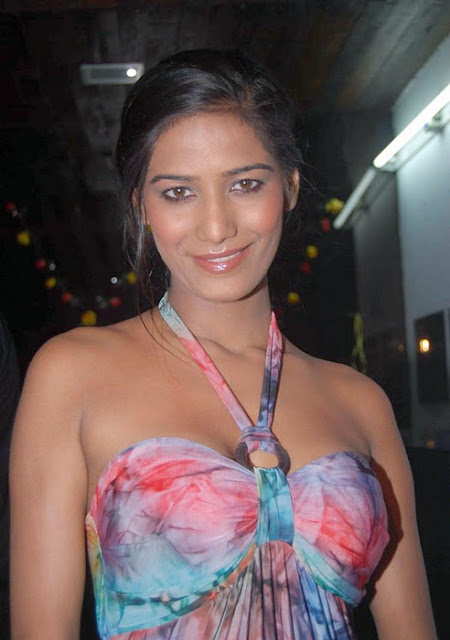 Poonam Pandey is a most controversial model who partially strip to motivate team India