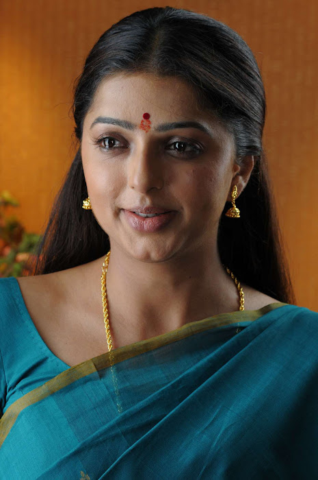 bhumika chawla in saree photo gallery