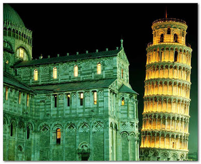 Torre de Pisa de noche