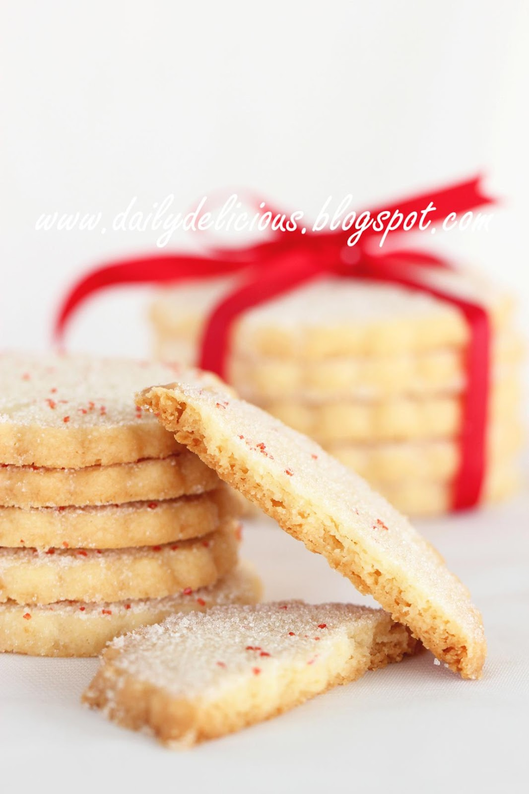 "dailydelicious: Buttery Shortbread: Just want to say ""I love you"""
