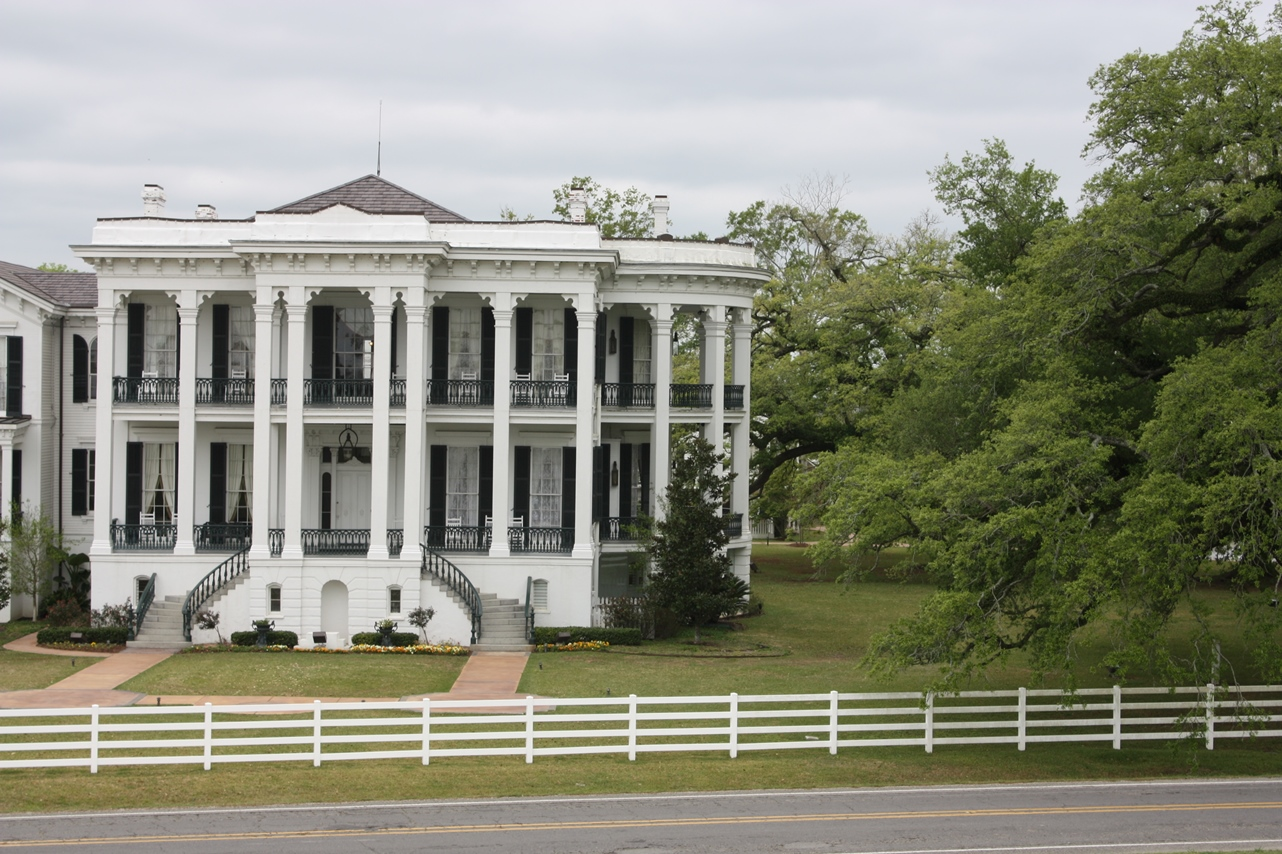 The pyrlik family rv trips antebellum mansions at the for Home builders in south ms