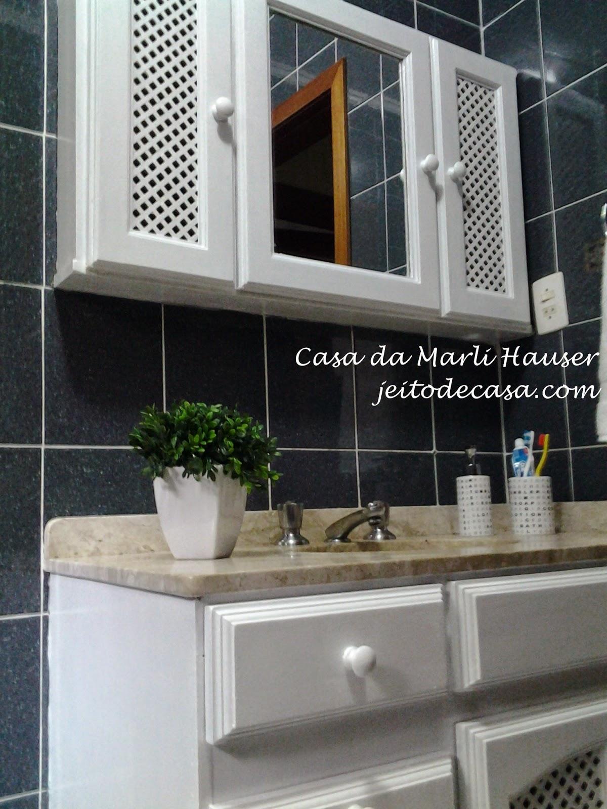 Pintura nos armários do banheiro antes e depois!! Jeito de Casa  #614B38 1200x1600 Armario Banheiro Antigo