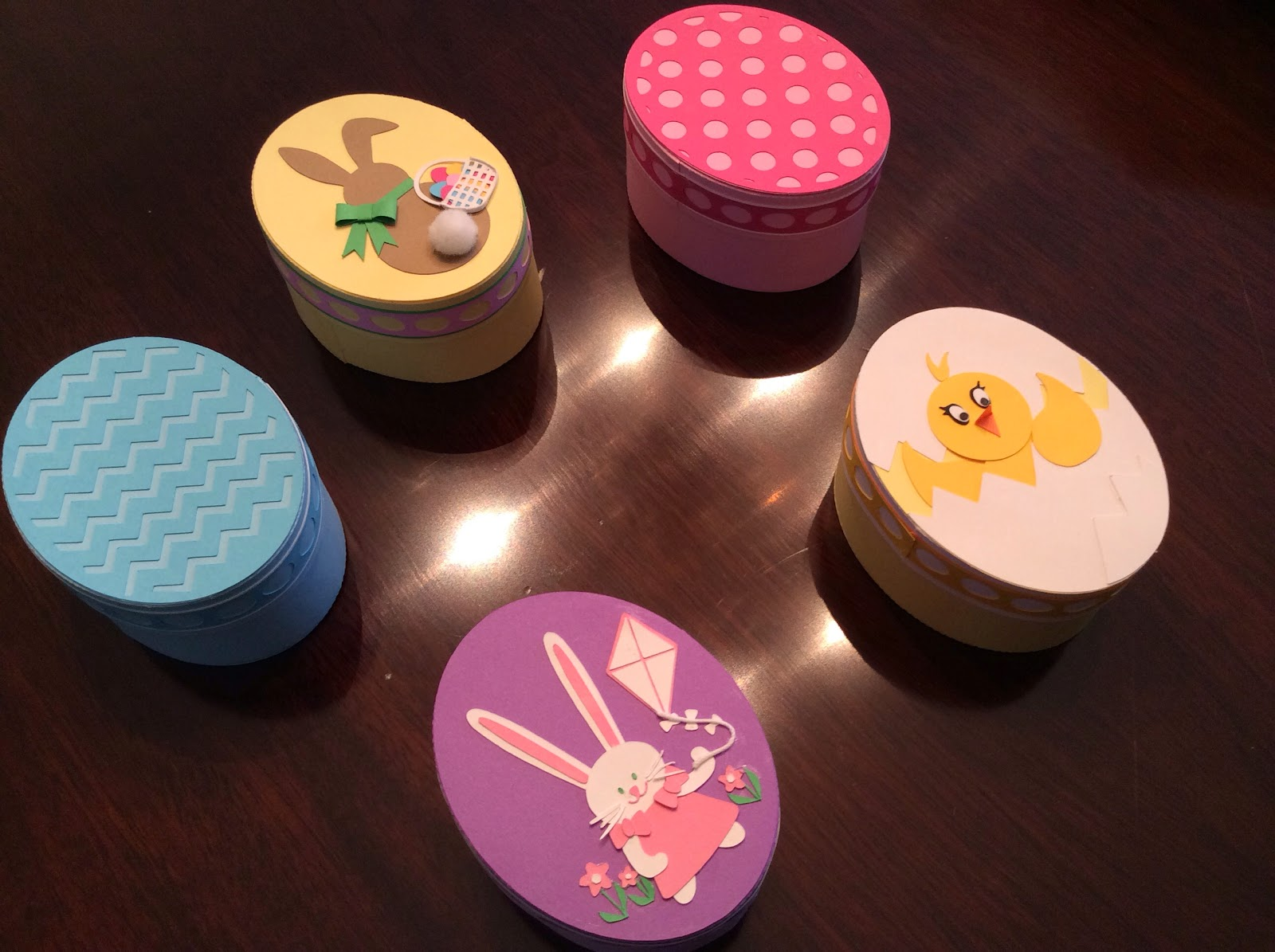 Papercrafts and other fun things easter egg boxes for Things to make with egg boxes