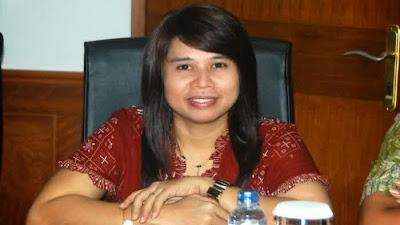 Agustin Poliana Bela PKL di Pasar, Anggota  Perempuan DPRD Surabaya ini Malah Diciduk Satpol PP