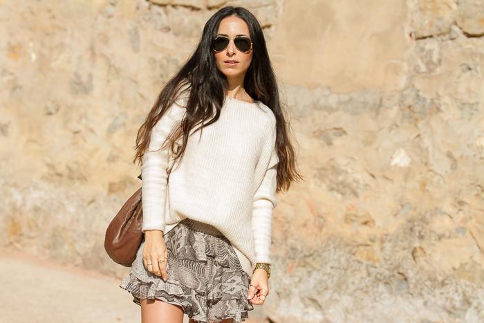 blogger de Valencia con Outfit relajado estilo Marant tonos neutros y estamapado animal