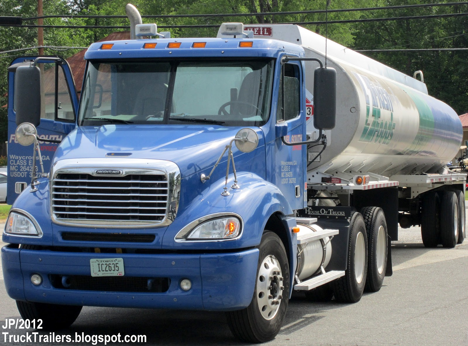 Truck, HEIL Gasoline Fuel Tanker Trailer, Flash Foods Gas Station