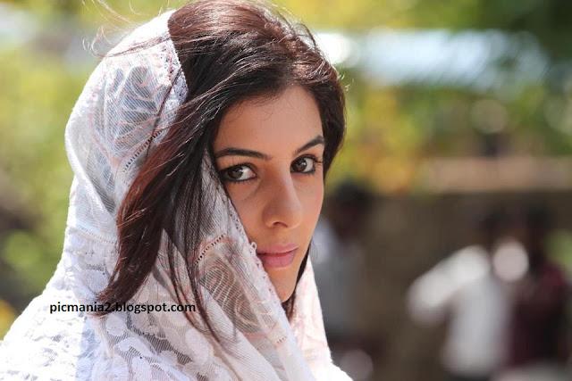 Thattathin Marayathu Beautiful Isha Talwar