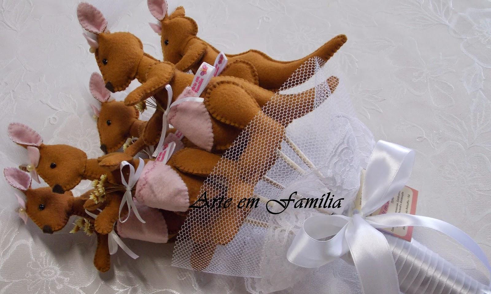 buquê de noiva artesanal de cangurus em feltro