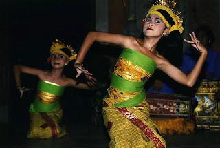 Tenun Dance