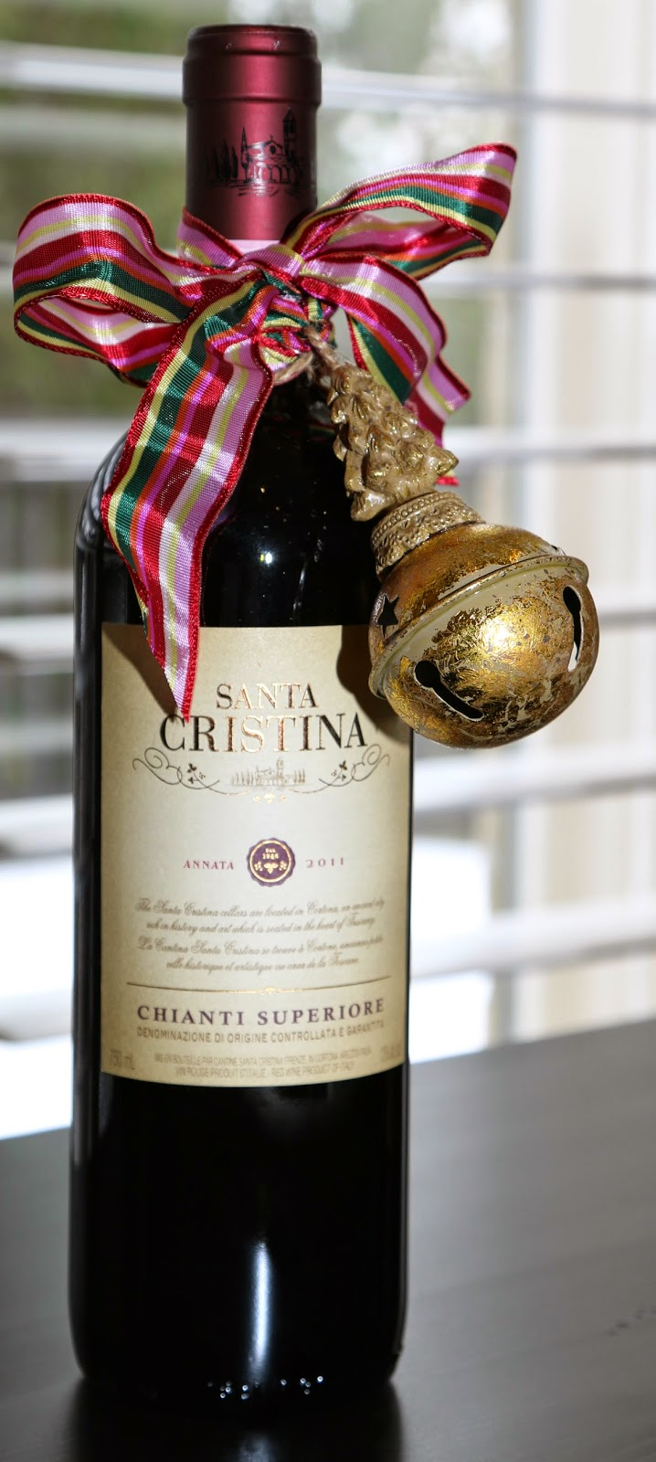 Ornament Detail Wine Bottle Wrapping Image