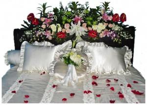 devi florist & dekorasi: romansa kamar pengantin