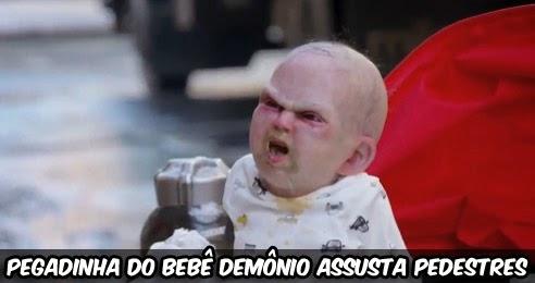 pegadinha-do-bebe-demonio-assusta-pedestres