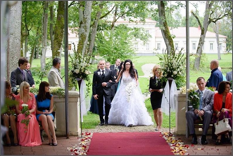 vestuvinė ceremonija gamtoje