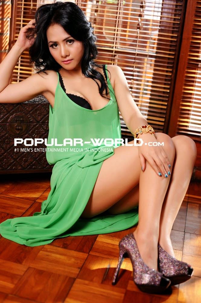 Hot Pictures Ririen Tjandra In Green Lingerie Transparant