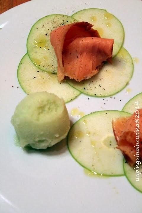 salmone affumicato con carpaccio e sorbetto alla mela verde