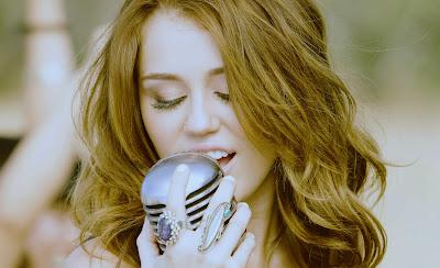 Biografi Artis Miley Cyrus