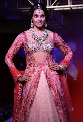Bipasha Basu latest wallpapers in collection of 'Jamawar Aria'