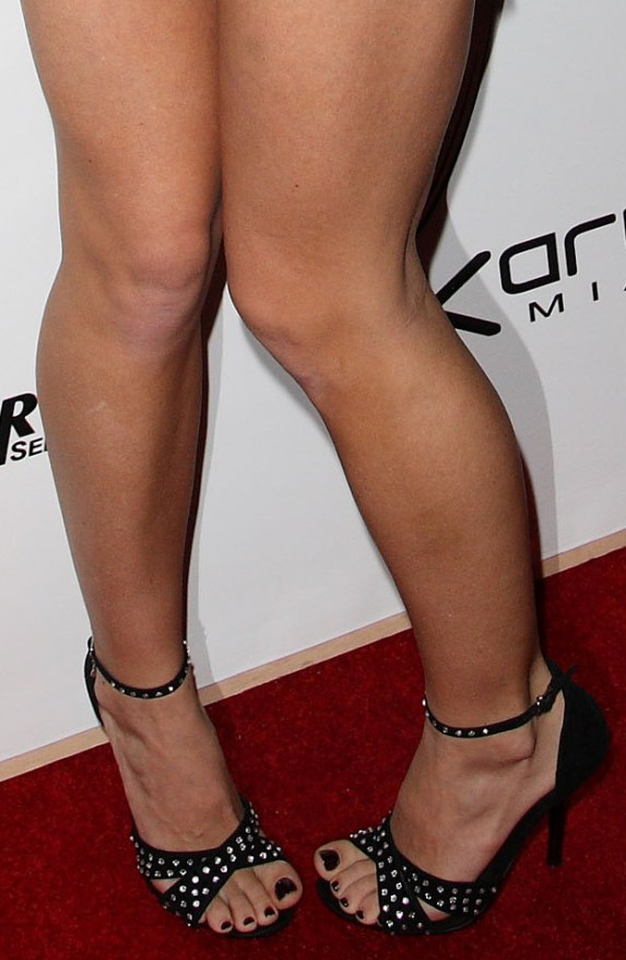 CelebrityGala: Kendra Wilkinson Feet and Legs - shows off toned pins ...