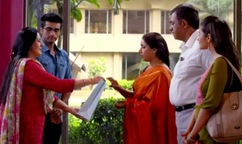 Meeting of families of Arjun Kapoor and Alia Bhatt playing Krish and Ananya in 2 States