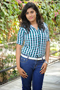 Liza reddy glam pix in jeans-thumbnail-20