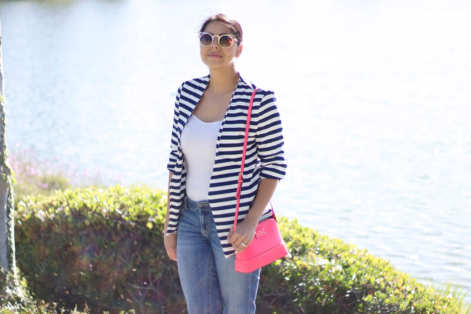 quay gold sunglasses, quay cateye sunnies, navy blue striped blazer, jean outfit blogger