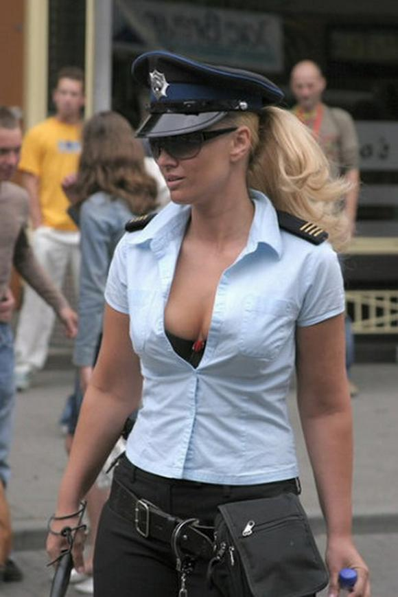 Female Cops You'd Badly Want To Be Arrested By