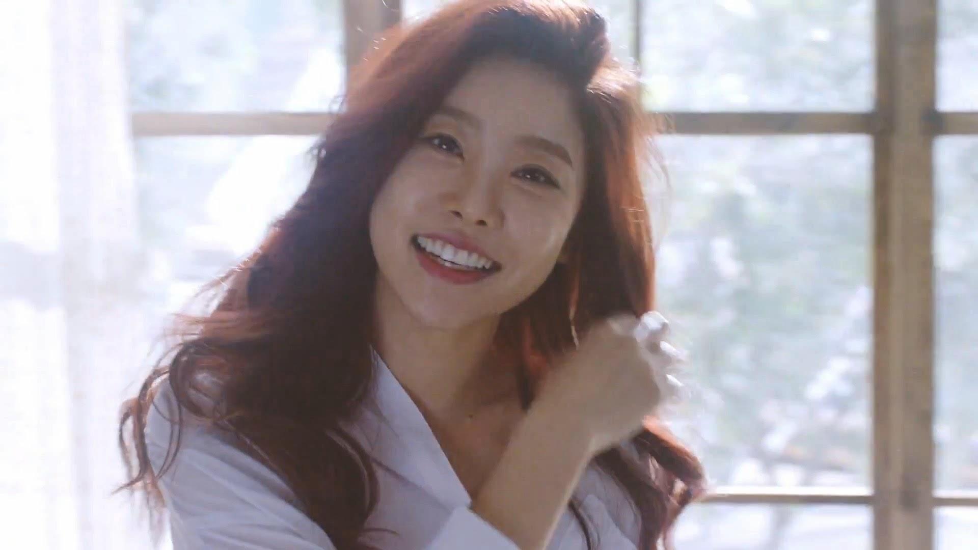 Girl's Day Sojin in Hello Bubble MV