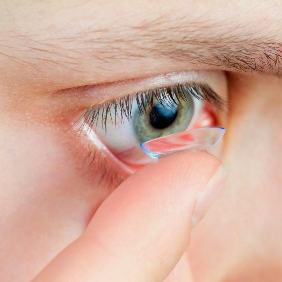 Você sabia que dormir usando lentes de contato faz mal?