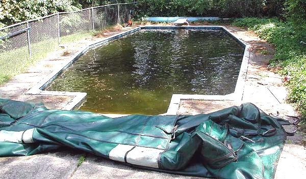 le cauchemar de l 39 eau verte hivernage piscine. Black Bedroom Furniture Sets. Home Design Ideas