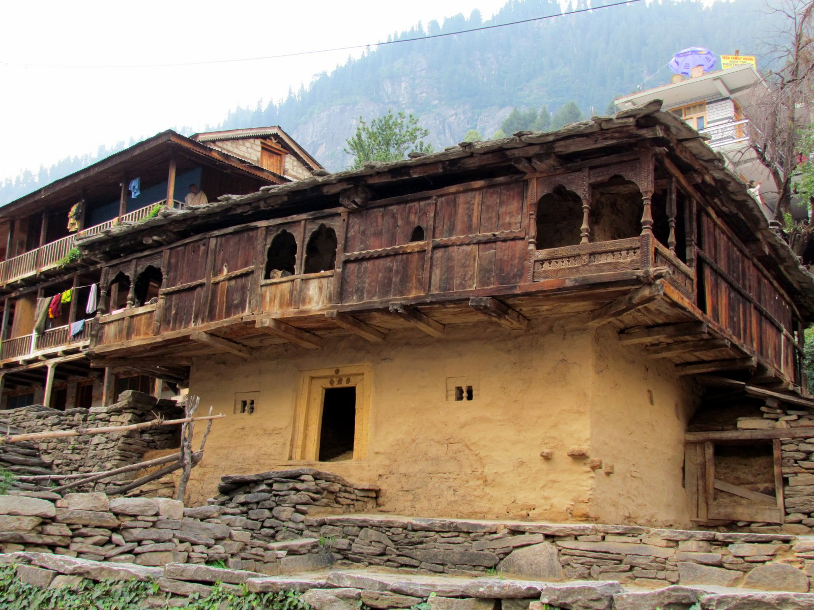 Wandering photos traditional houses in vashisht village for Old traditional houses