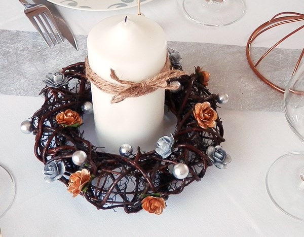 Diy couronne centre de table caro dels blog diy et for Couronne de noel bois flotte