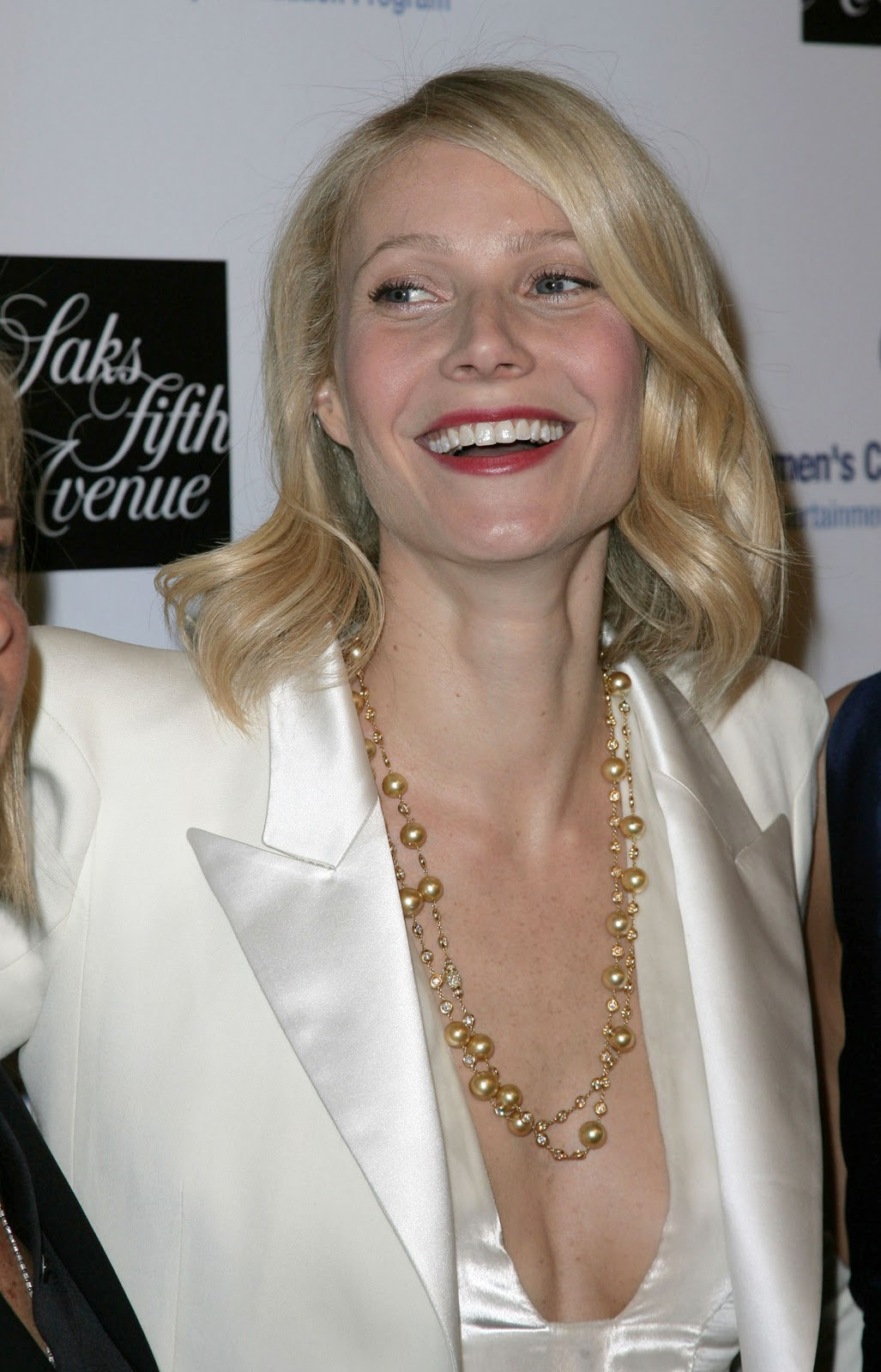 http://4.bp.blogspot.com/-W5KROT8N30c/TZrnakkWyrI/AAAAAAAAARY/2BWy1Cdf5OA/s1600/gwyneth-paltrow.jpg