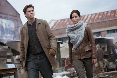 Liam Hemsworth and Jennifer Lawrence in The Hunger Games: Catching Fire