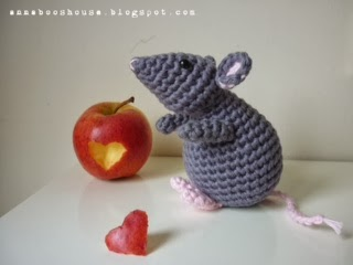 Grey mouse pattern available here