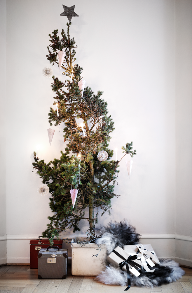 Christmas decorations danish style miasara home for Home christmas tree decorations