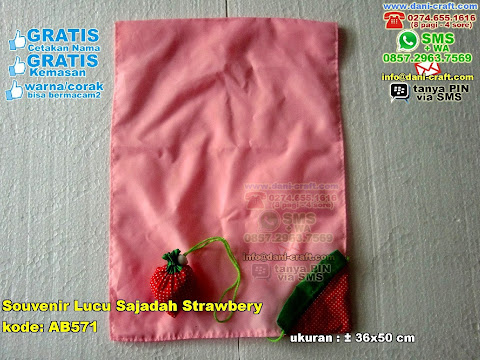 Souvenir Lucu Sajadah Strawbery