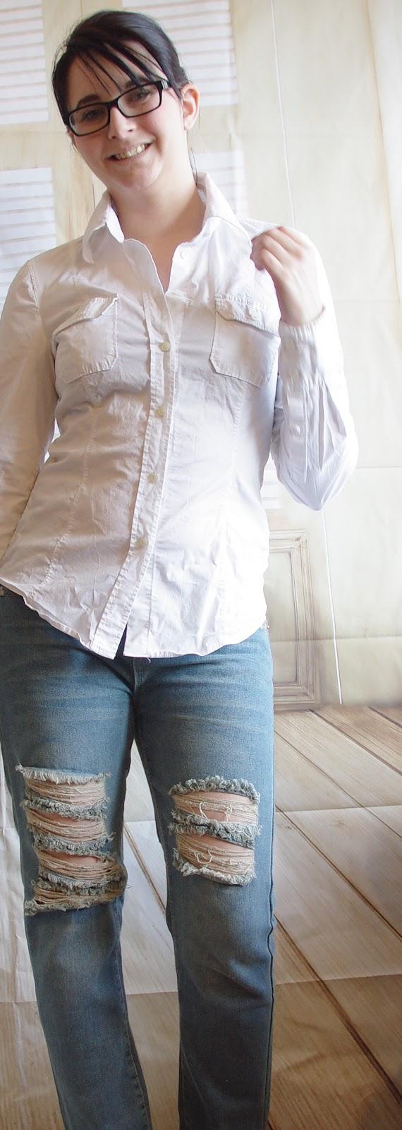 Outfit Boyfriend Jeans, Weiße Bluse und Blazer