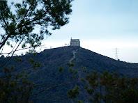 L'ermita de Sant Ramon des de la baixada del Pi de Can Cartró