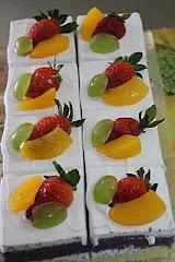 Fruity slice cakes