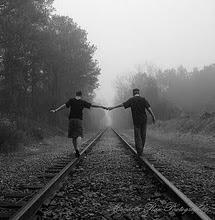 Toma mi mano y prométeme no soltarme jamás.