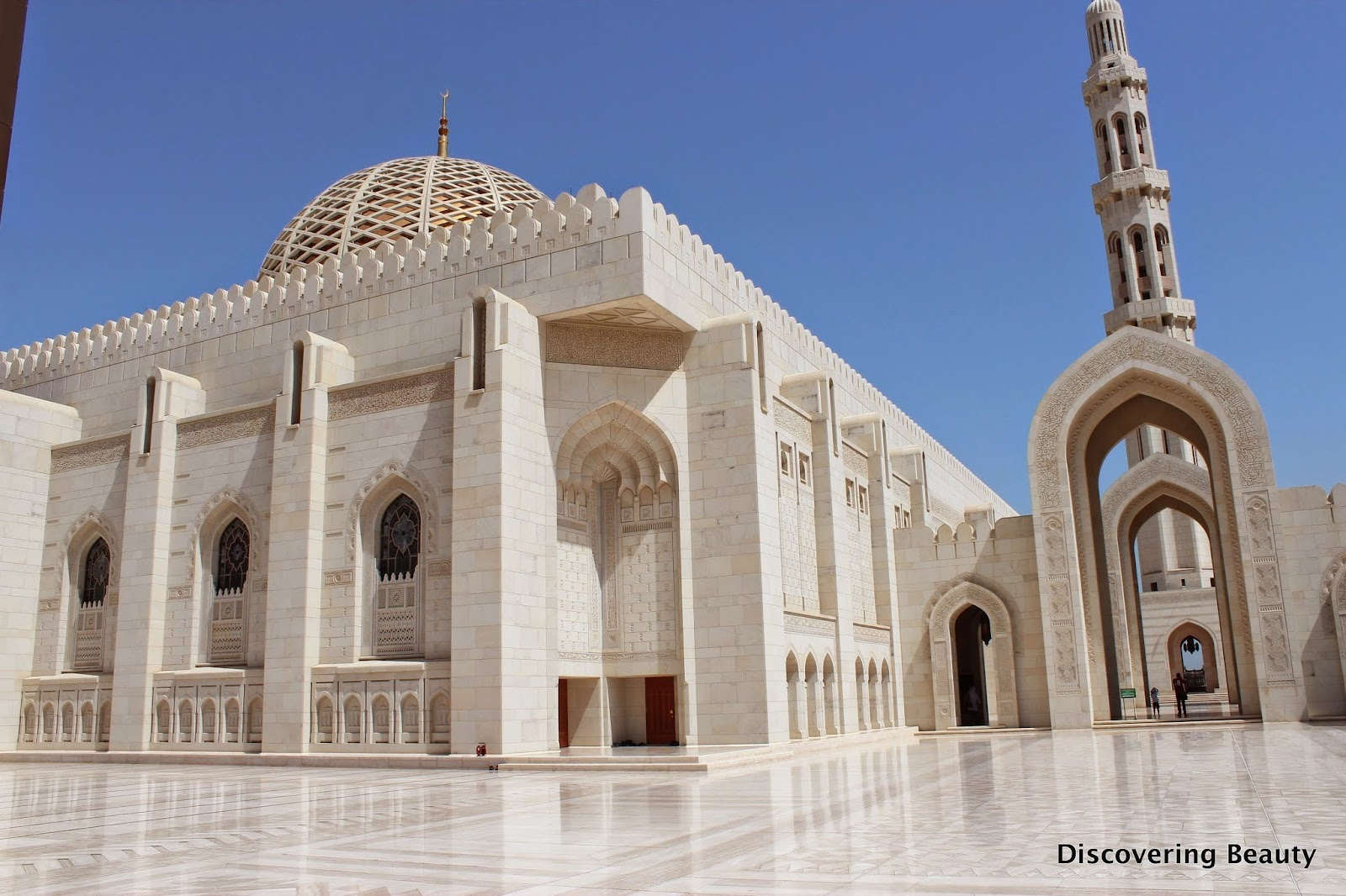 Muscat Grand Mosque main hall