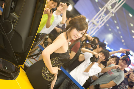 Ryu Ji Hye, Seoul Auto Salon 2011 (02)