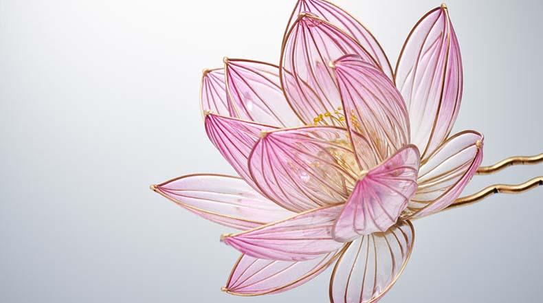 Exquisito adornos floral japonés para el cabello hechos a mano a partir de resina por Sakae