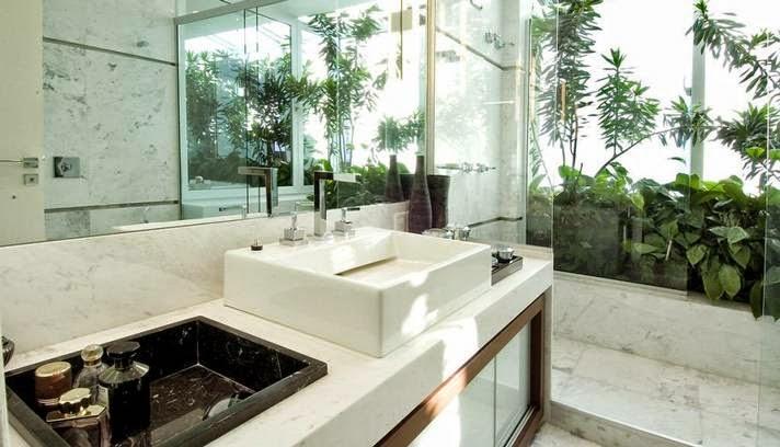 Banheiroslavabos com jardins de inverno e verticais – veja modelos e dicas -> Banheiro Com Banheira E Jardim De Inverno