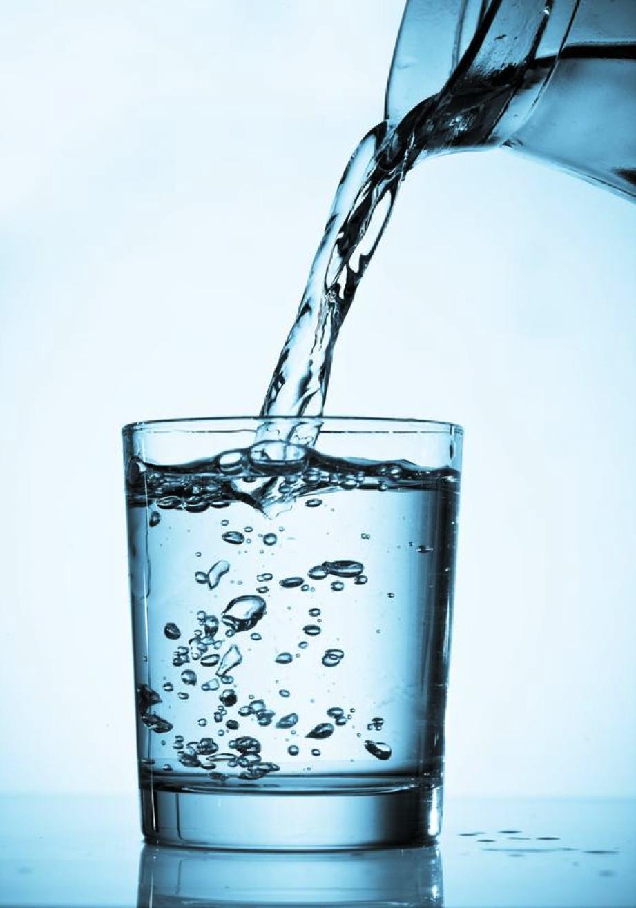 el agua ayuda a adelgazar