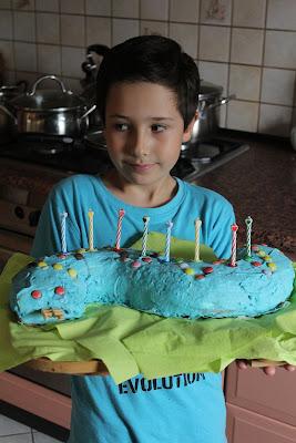 Tort śmietanowy w kształcie węża